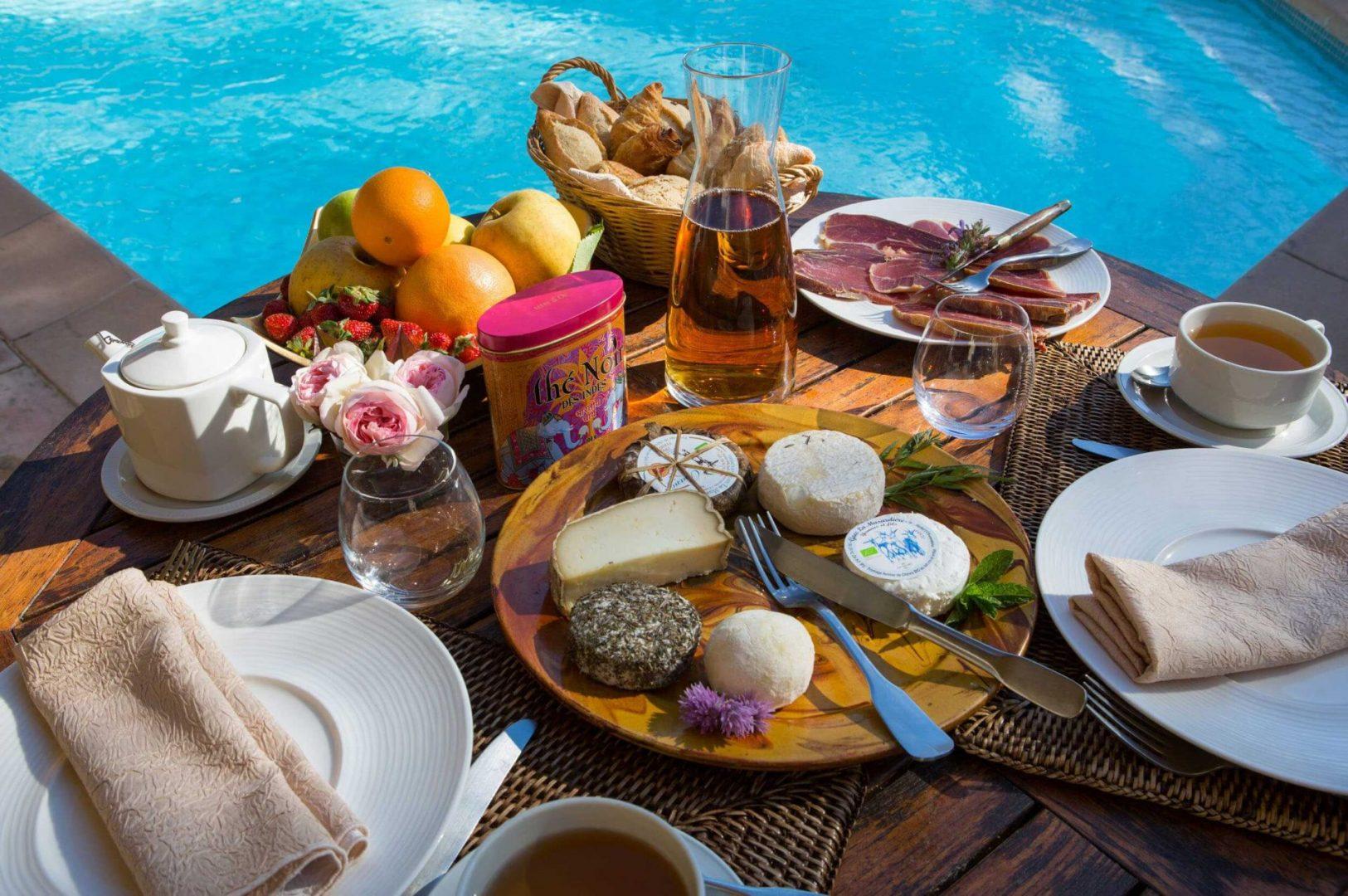 Campagne st lazare petit déjeuner piscine