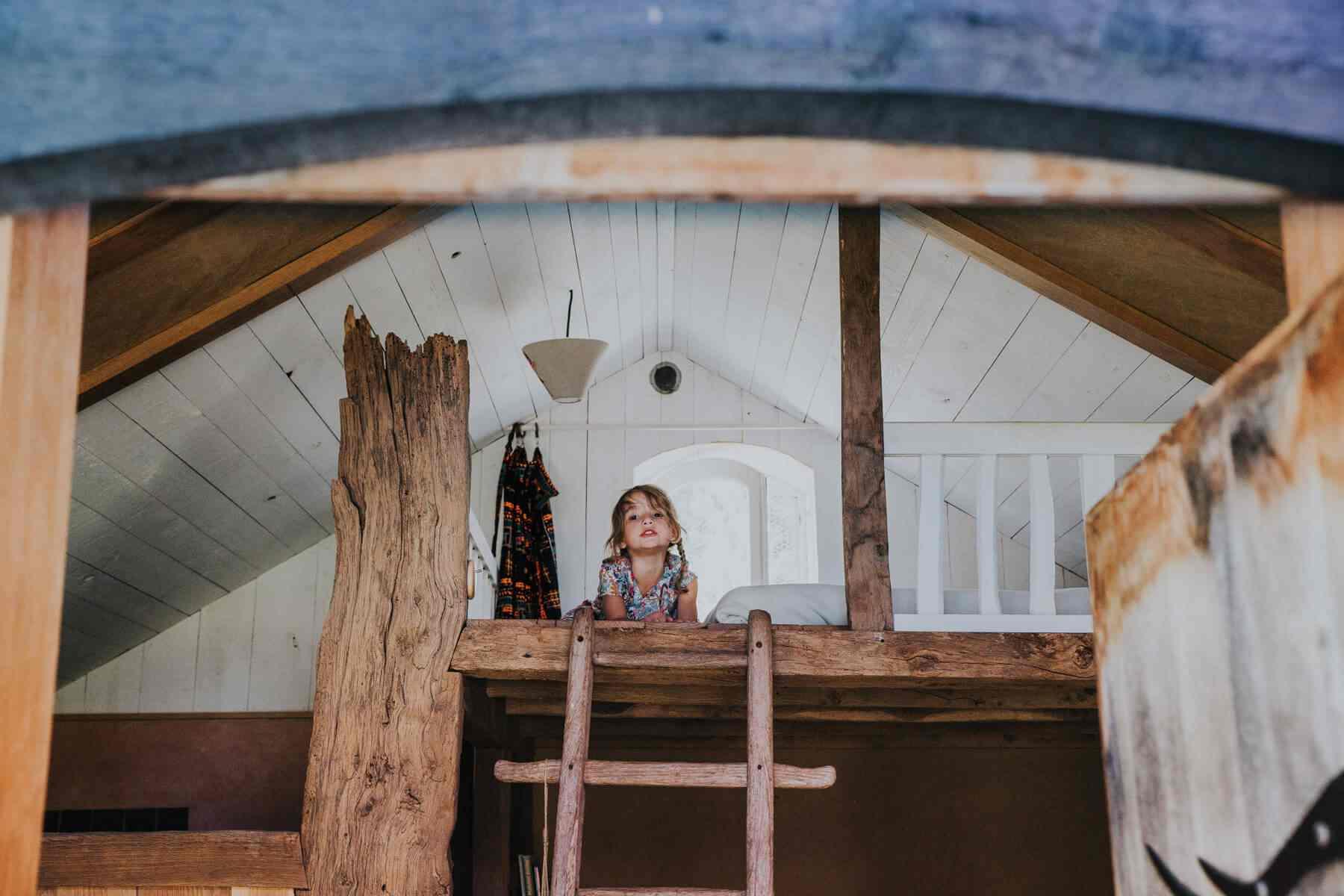 ecolodge enfant cabane bois