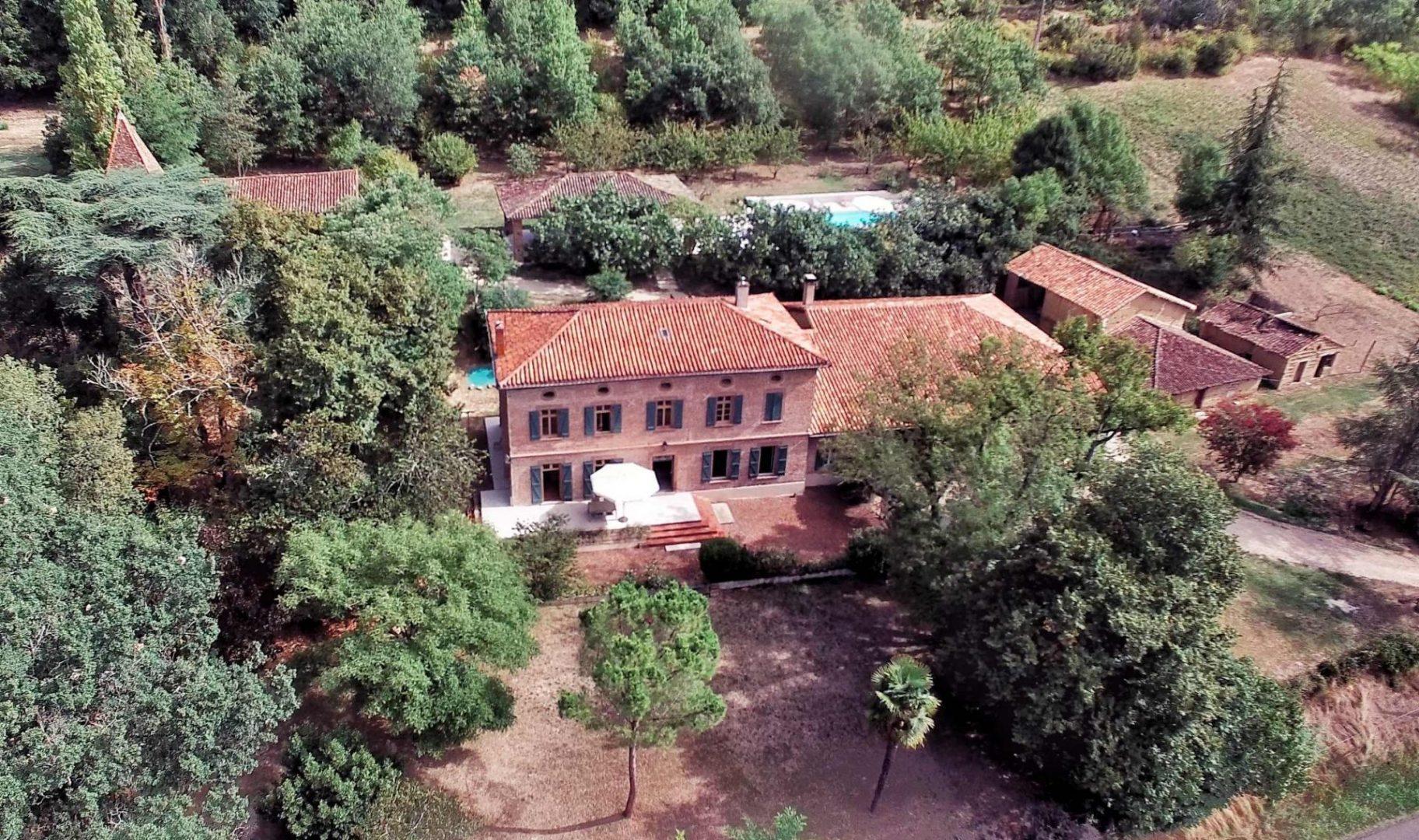 vue aérienne de l'hôtel de l'ostalas