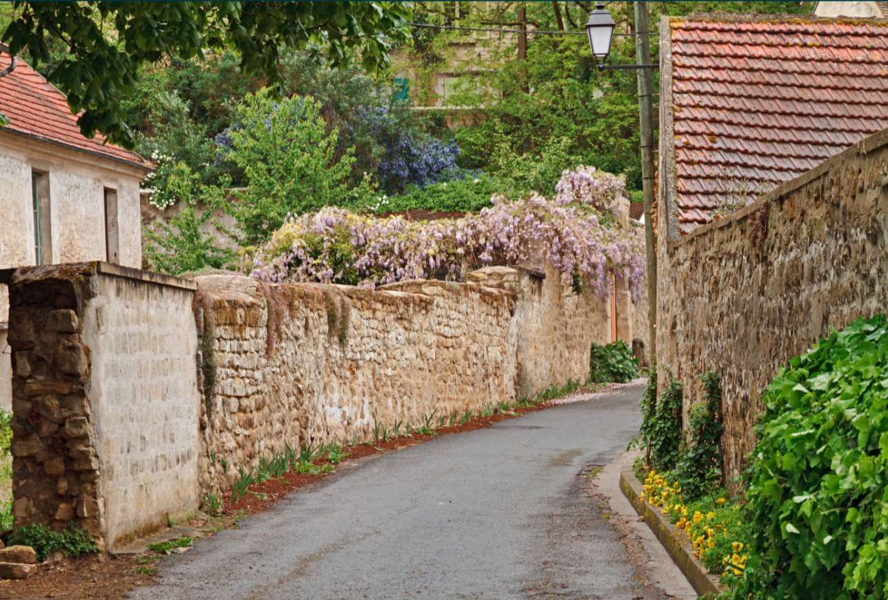 petite rue fleurie auvers sur oise