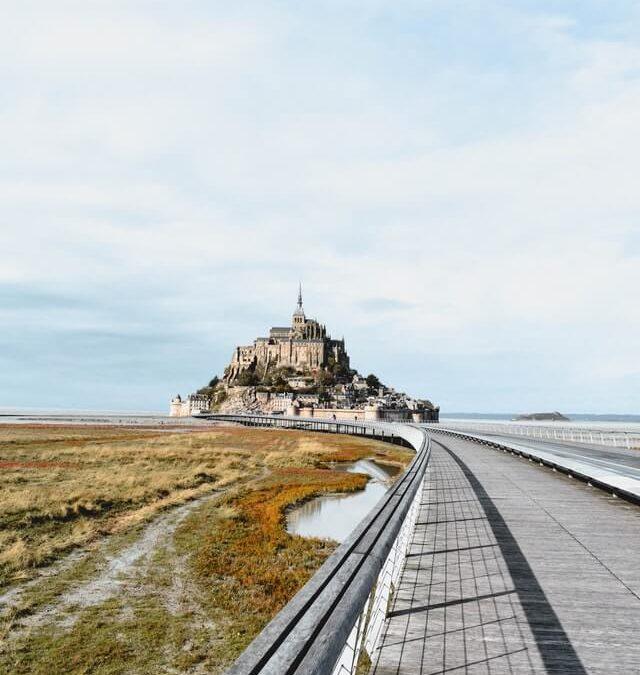 Le Mont-Saint-Michel en train